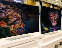 LG OLED TV curved plat
