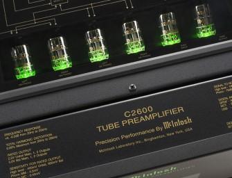 McIntosh laat nieuwe C2600 voorversterker zien